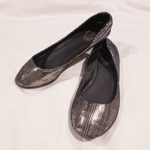Bamboo Silver and Black Round Toe Flats